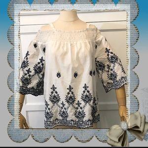Cold shoulder w/embroidering detailing Top